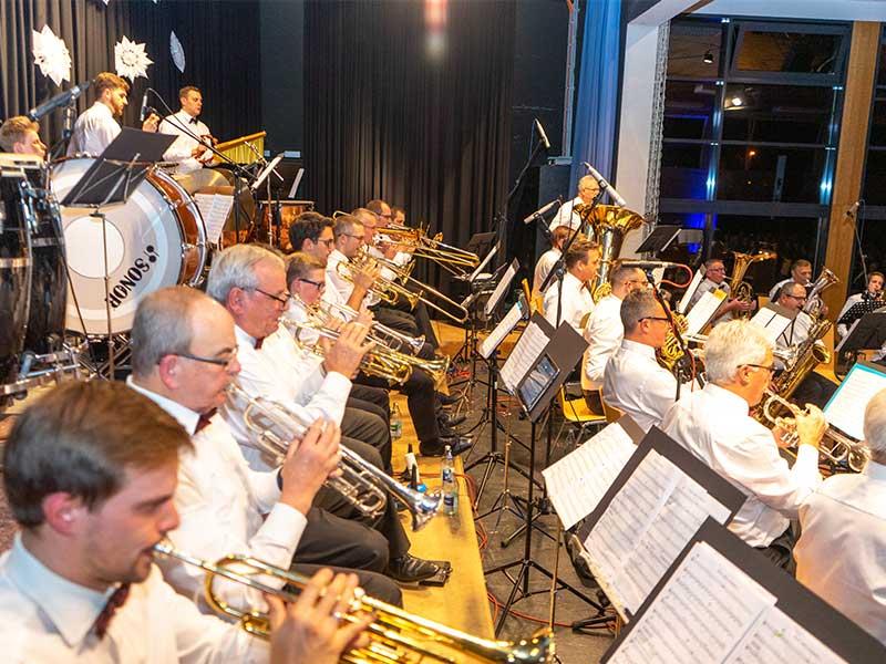 Trompeter auf der Bühne in Berghaupten